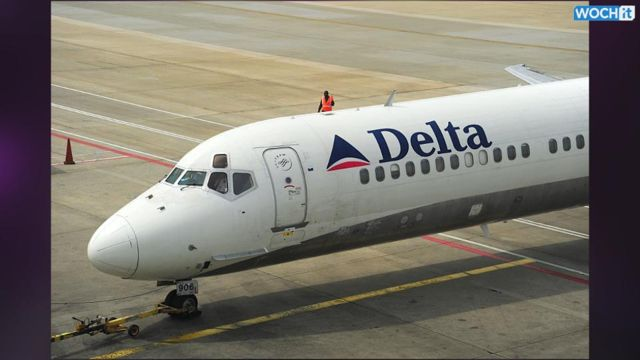 News video: Delta Worker Hurt In Jet Engine Fire At LaGuardia